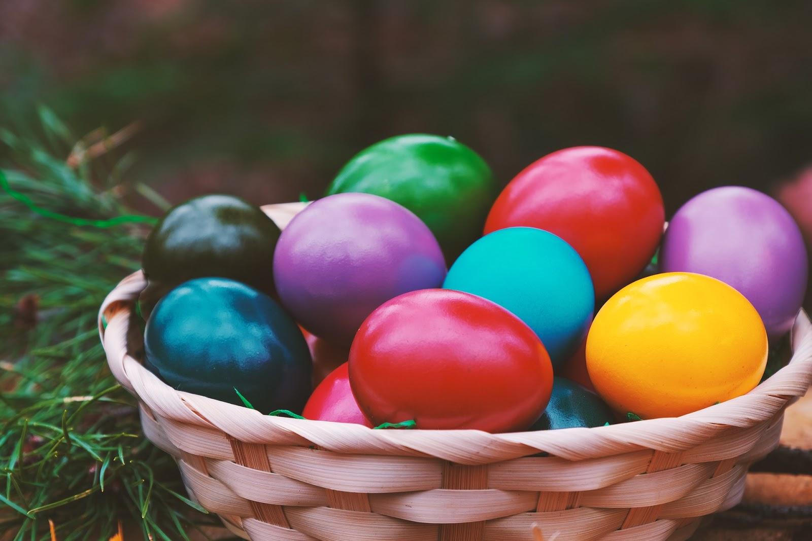 Naturalne sposoby na barwienie jajek.