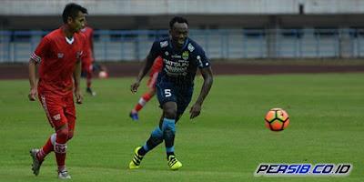 Essien, Cole, Maitimo Cetak Gol Perdana buat Persib Bandung