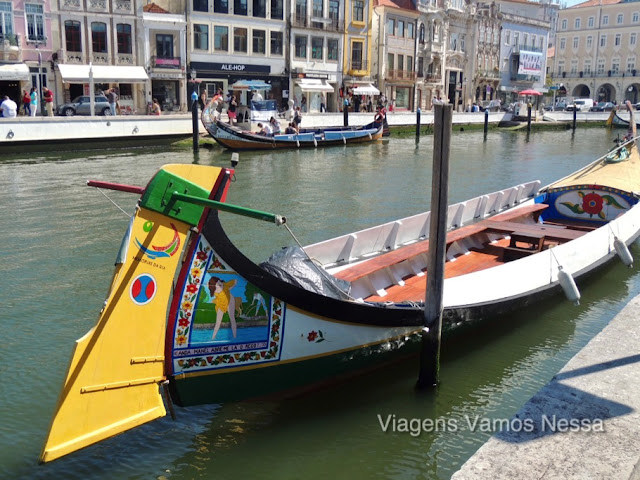 Barco Moliceiro em Aveiro para passeio turístico pelos canais urbanos da cidade