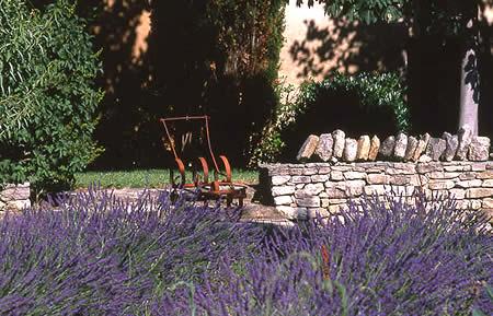 pompage un jardin pens pour conomiser l eau. Black Bedroom Furniture Sets. Home Design Ideas