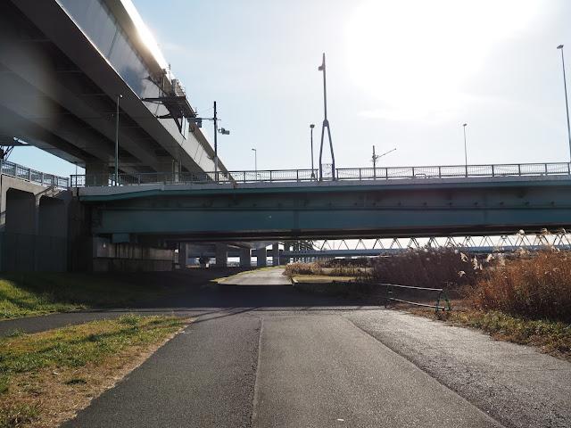 荒川自転車道 新船堀橋と都営新宿線