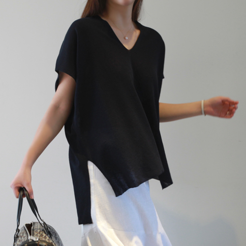 Curved V-Neck Short Sleeve Asymmetrical Hem T-Shirt