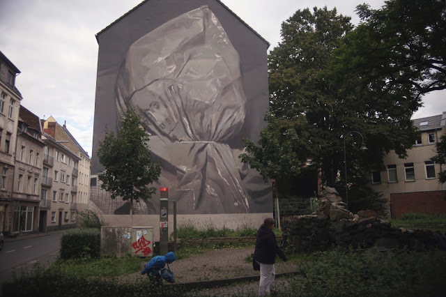 Axel Void recently spent some time in Germany where he was invited by the good lads from CityLeaks to create a new piece on the streets of Cologne.