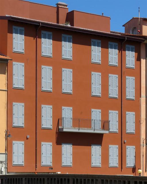 A just refurbished building, Scali Rosciano, Livorno