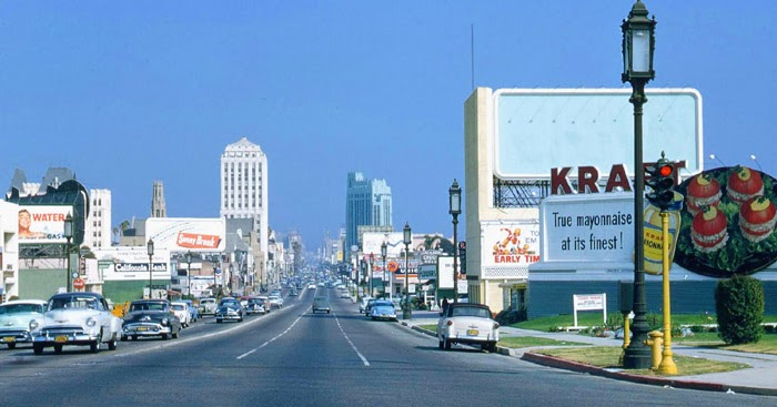 25 Beautiful Vintage Color Photographs of Streets of Los Angeles in the 1950s and 1960s