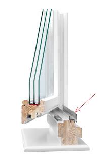 Окно деревянное с алюминиевым водостоком