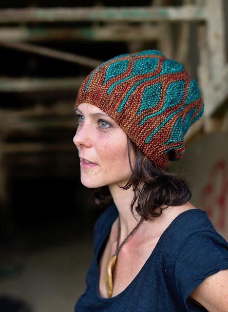 czapka na drutach ze wzorem