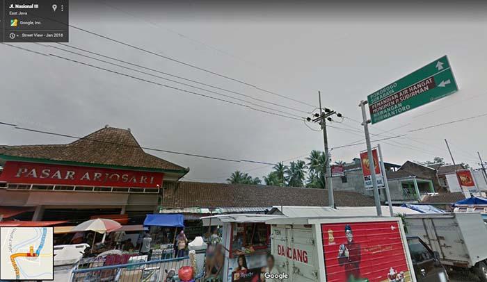 Pasar Arjhosari dan Plang Penunjuk Arah
