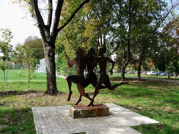 Краматорск. Сад Бернацкого. Инсталляция краматорского скульптора В. В. Гутыри