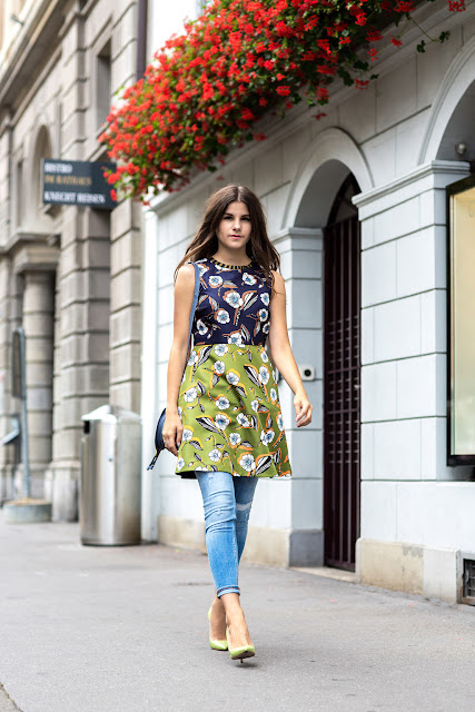 dress over jeans dress over pants tendenze primavera estate 2017 tendenza jeans sotto abito outfit jeans sotto abito come indossare jeans sotto abito outfit jeans sotto vestito spring summer trend