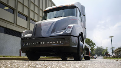 Cummins s'avança a Tesla i presenta un camió elèctric ... encara que amb assignatures pendents