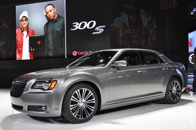 Car Overview: 2013 Chrysler 300S