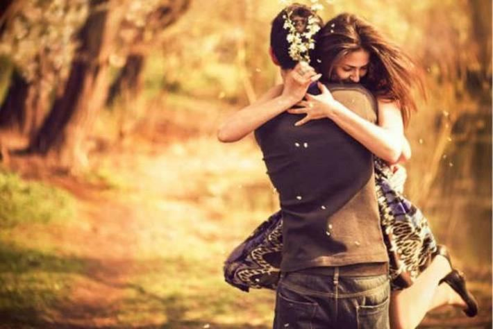 love couple hug whatsapp images download