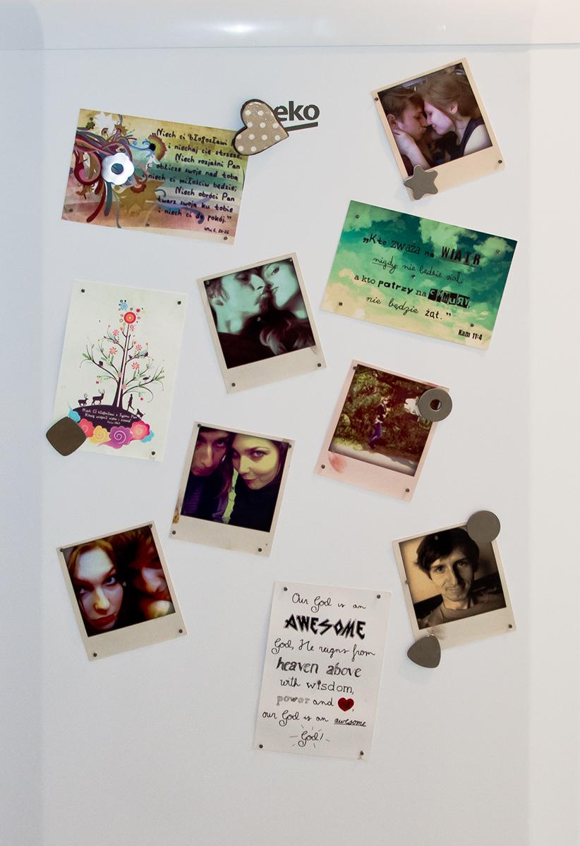 Zdjęcia na lodówce polaroid