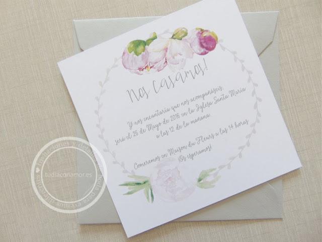 Invitaciones de boda bonitas y románticas con flores de acuarela y corona vegetal