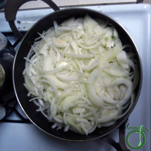 Morsels of Life - Caramelized Onions Step 3 - Add in onions, making sure to coat in grease. Gently cook for approximately 1 hour. (A nice alternative is using a slow cooker.)