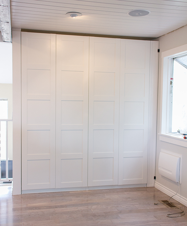 ikea dombas gap between doors. Black Bedroom Furniture Sets. Home Design Ideas