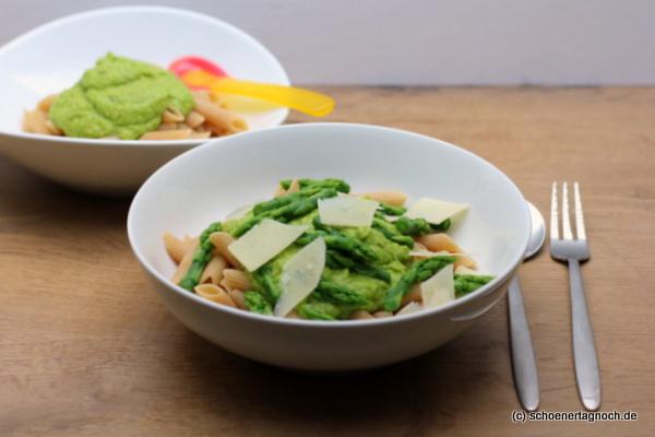 Essen für Kleinkinder und Erwachsene: Nudeln mit Spargelpesto