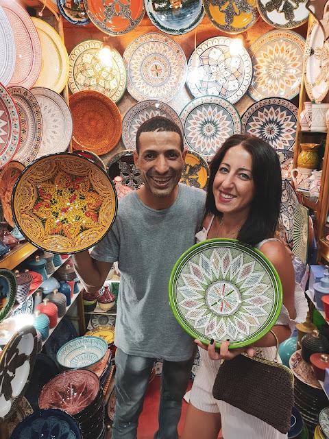 Marrakech, Medina. Alessia Siena nel negozio di terracotte