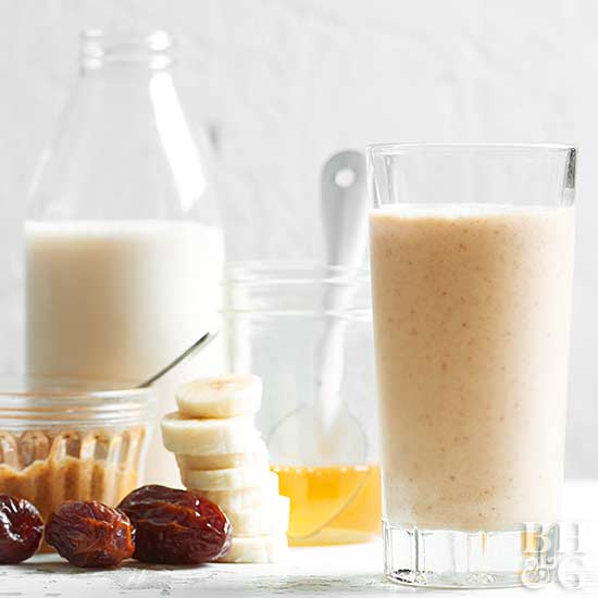 Almond-Date Smoothie