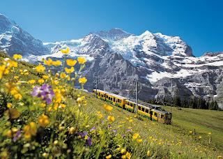 Юнгфрау: горы и железная дорога.