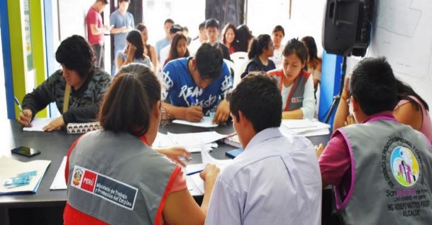 Capacitan a egresados de secundaria para conseguir su primer empleo en San Martín de Porres