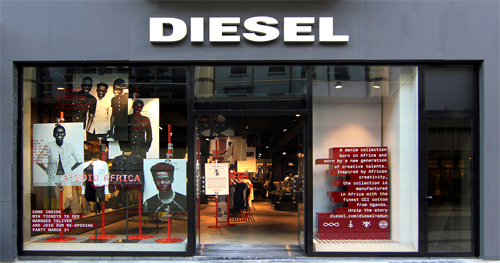 f2201a2246f8e Esta década foi o período em que a marca DIESEL mais cresceu graças às  exportações. Outro fator importante para esse crescimento foi o lançamento  das ...