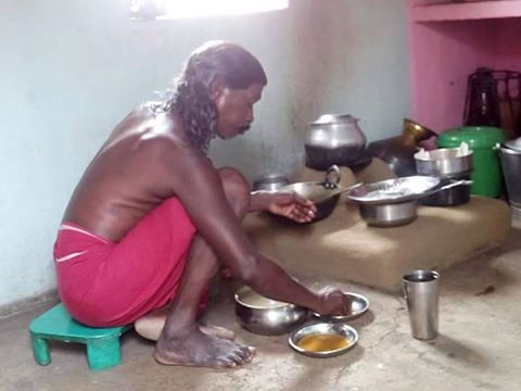 A photo of Odisha poet Haldhar Nag, who was recently awarded Padma Shri by President Pranab Mukherjee, has gone viral.   The photo, which shows him sitting on the floor in his kitchen and eating, is yet another touching testimony of his simplicity that masks his poetic genius.    A writer of 20 epics in Kosli language, Haldhar Nag is known in Odisha as Lok kabi Ratna.