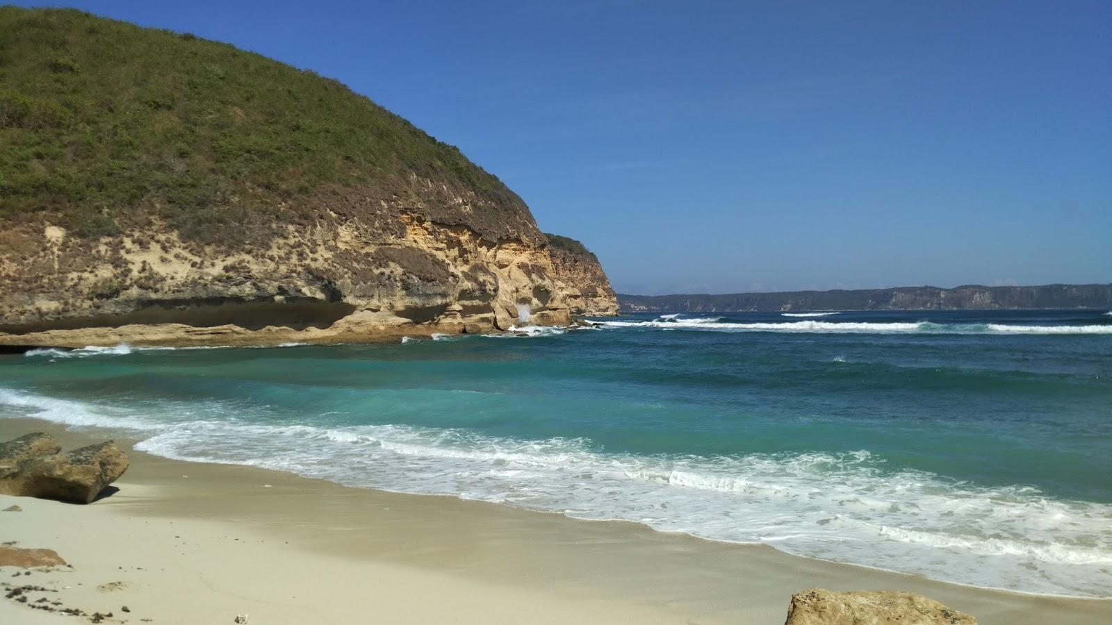 Pantai Surga Cantik Layak Namanya