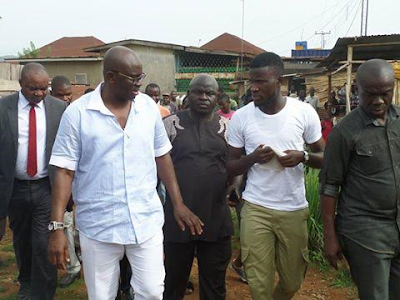 Corpper gets Employed after Asking for a photograph with Fayose