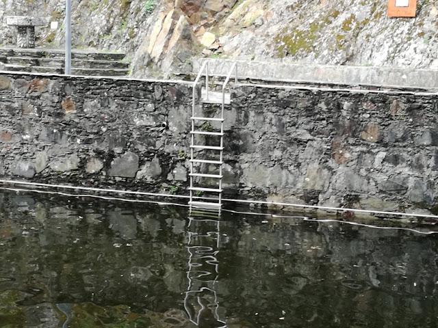 escadas de acesso á piscina fluvial