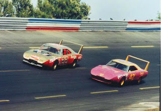 1970 Superbird and 1969 Charger Daytona In The 1970 Nascar 02