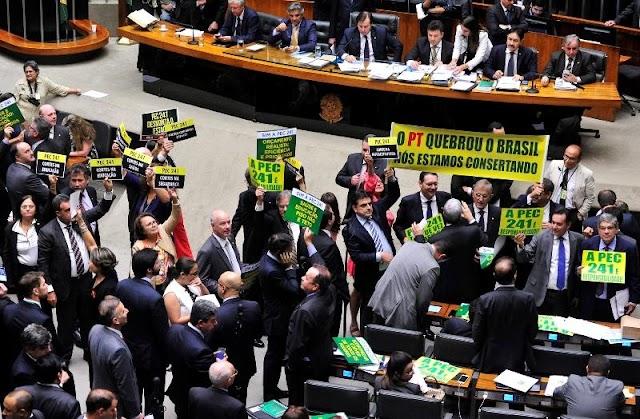 Saiba como votou cada deputado cearense em relação a PEC que estabelece teto dos gastos