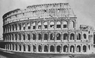 Coloseum yang dibangun pada masa Kaisar Titus