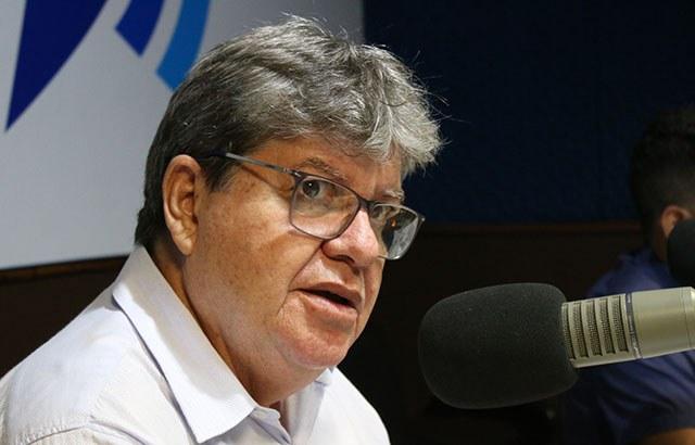 João Azevêdo anuncia construção de 56 ginásios na primeira etapa do programa Bom de Bola
