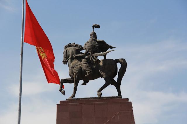 Kirghizistan, Bichkek, Manas, drapeau kirghize, © L. Gigout, 2012