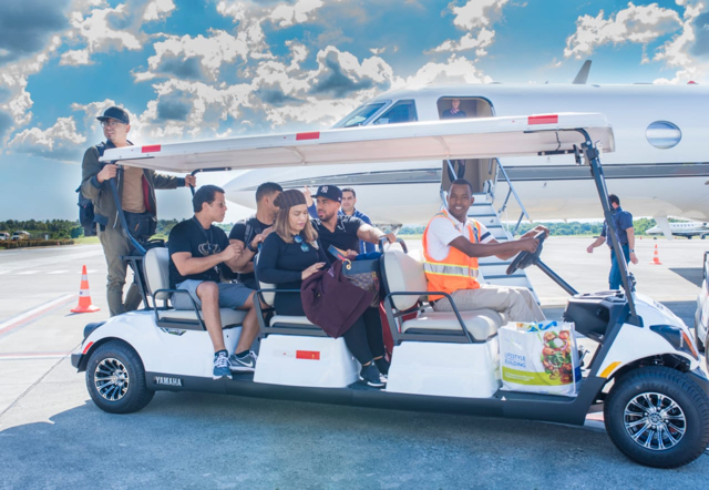 Romeo Santos llega en su jet privado a República Dominicana