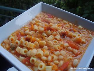 Η φασολάδα της μαμάς μας - Our mum's white beans soup (fasolada)