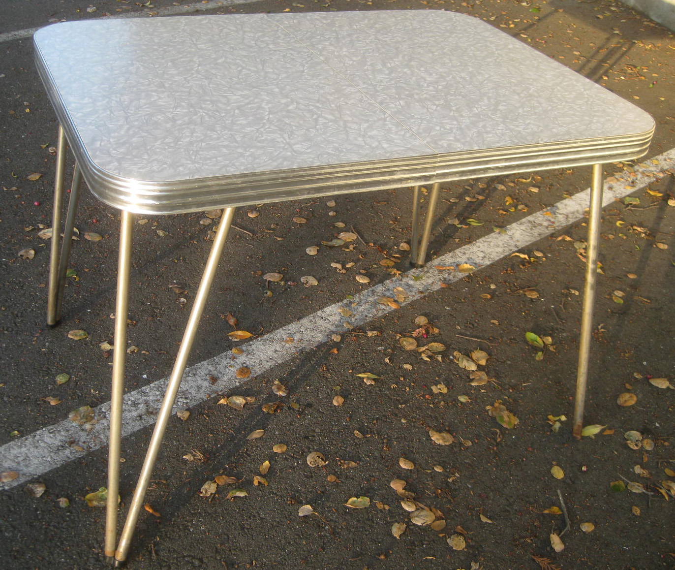 UHURU FURNITURE & COLLECTIBLES: SOLD - 1950s Kitchen Table ...