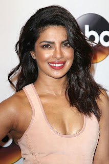 Priyanka Chopra Boobs Cleavages10.jpg