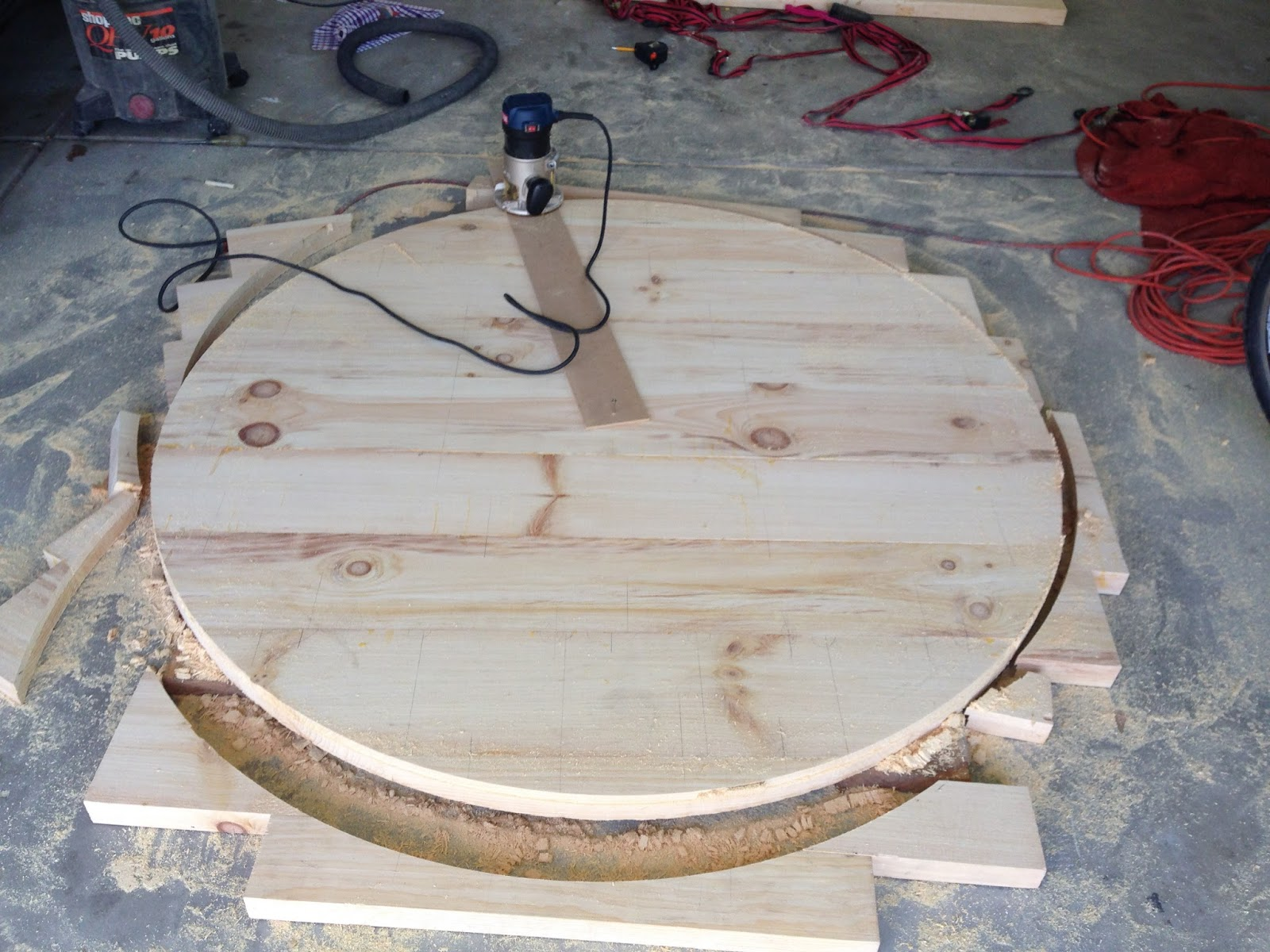 do it yourself divas: DIY Round Restoration Hardware Table ...