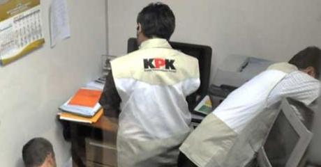 KPK Geledah Kantor PT SMS di Padang
