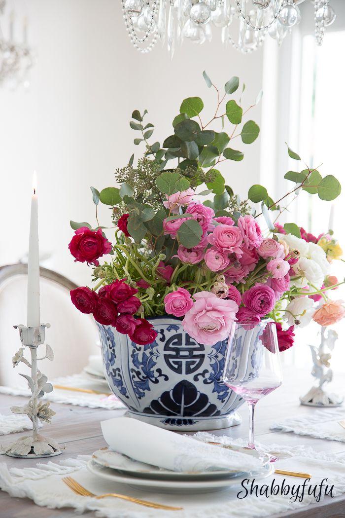 pink-ranunculus-blue-chinoiserie