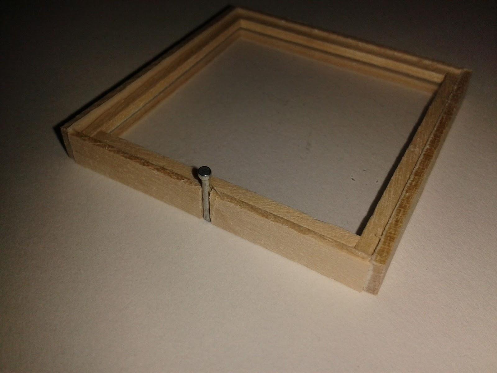 Construction de ma maison de poupee de style nord for Miroir qui s accroche a la porte
