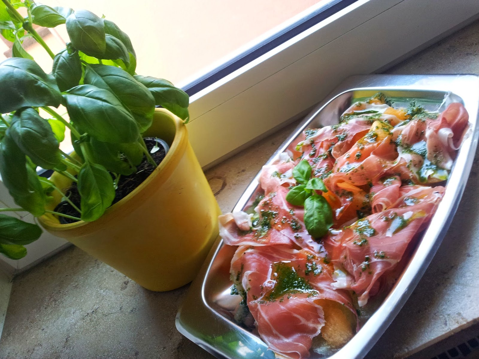 crazy kitchen food more j melonen schinken salat mit basilikumdressing. Black Bedroom Furniture Sets. Home Design Ideas