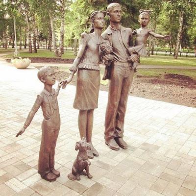 Εκατοντάδες αγάλματα της Παραδοσιακής Οικογένειας ανεγέρθηκαν σε όλη τη Ρωσία4