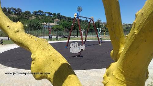 Zona infantil donde no pueden jugar niños y niñas