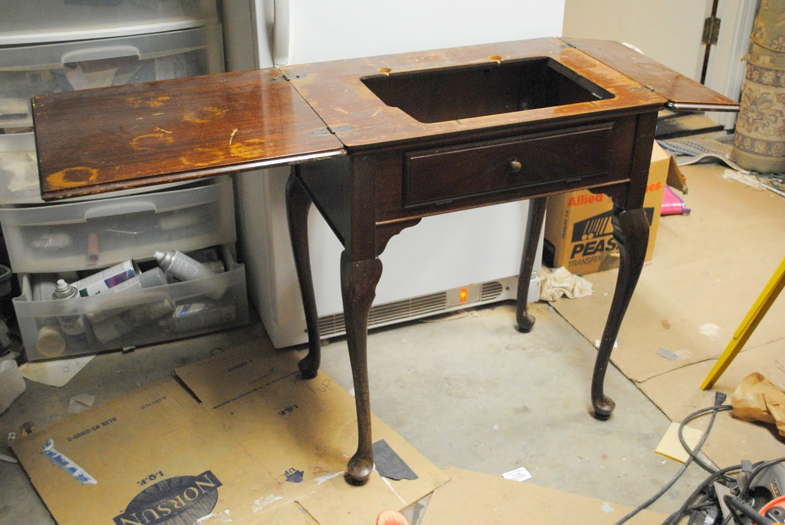 diddle dumpling: Before and After: Sewing Machine Table