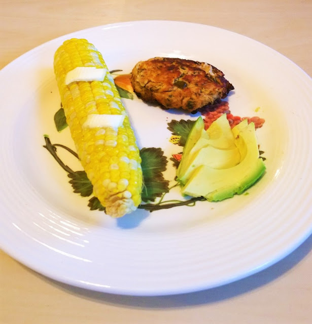 Tuna Cakes with Avocado and Corn on the Cob