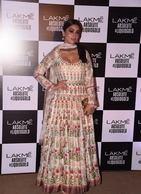 Shriya saran hot at Lakme fashion week 2017